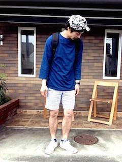 青(メンズカットソー)×キャップ×ハーフパンツ