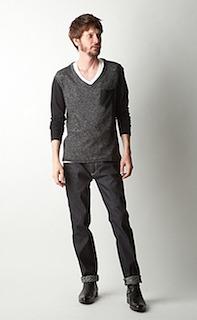 黒のカットソー×デニム×革靴