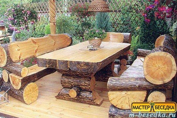 stol-i-skameyki-dla-besedki-iz-rublenogo-brevna1