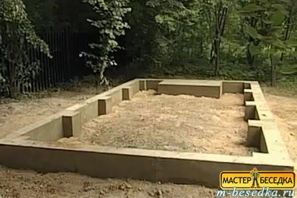 gotoviy--fundament-pod-derevannuyu-besedku-iz-brevna-svoimi-rukami1