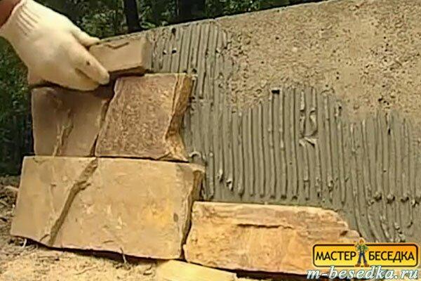 decorituem-fasad-fundamenta-derevannoy-besedki-iz-brevna-svoimi-rukami1