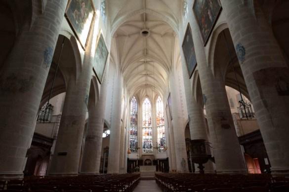 240811 test Sigma 12 24 29 A lintérieur de Notre Dame de Dole (et en HDR)