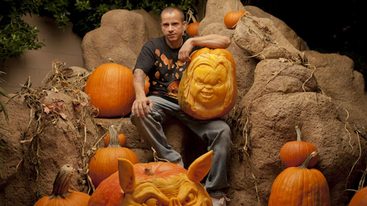 King 3d Name Wallpaper Ray Villafane Extreme Pumpkin Carver