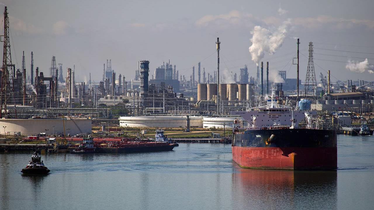 Oil Plunge Could Sink Us Energy Companies Into Bankruptcy