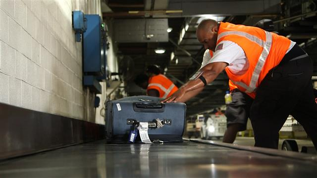 Airlines, Trackers Aim to Prevent a Travel Nightmare Lost Luggage - WSJ