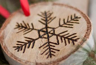 Diy adornos de navidad con madera grabada paperblog