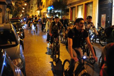 Critical Mass-style bikers, probably a thousand