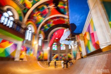 Volando en la iglesia Skate