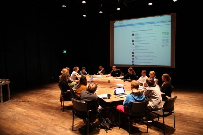 9_Diskussion_im_Theatersaal