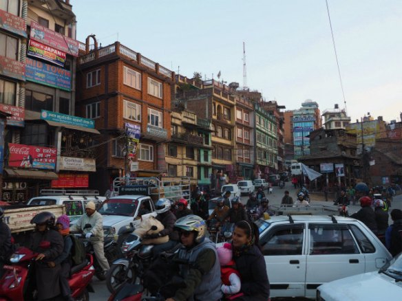 PC220446 カトマンズ,荘厳な遺跡と雑踏と / Kathmandu, Solemn remains and crowds
