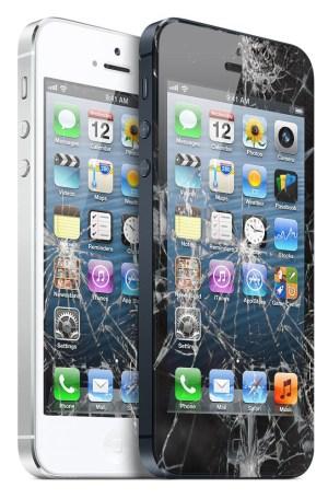 iPhone 5 com tela quebrada