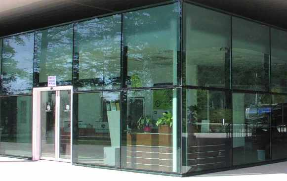 Store Volet Exterieur Structural Sealed Glass Facades -macocco, Glass Solutions