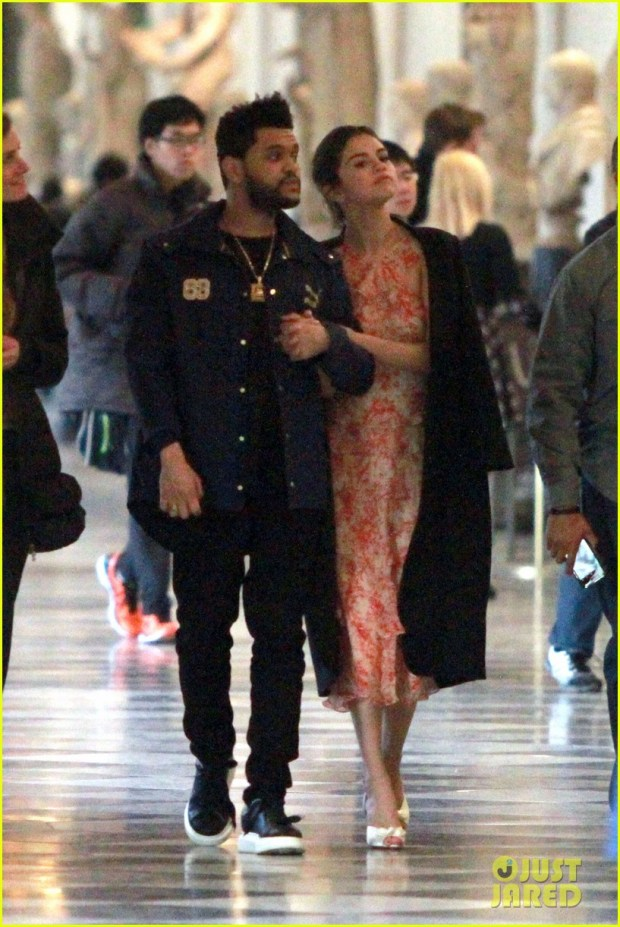 selena-gomez-snuggles-up-to-the-weeknd-in-italy-04