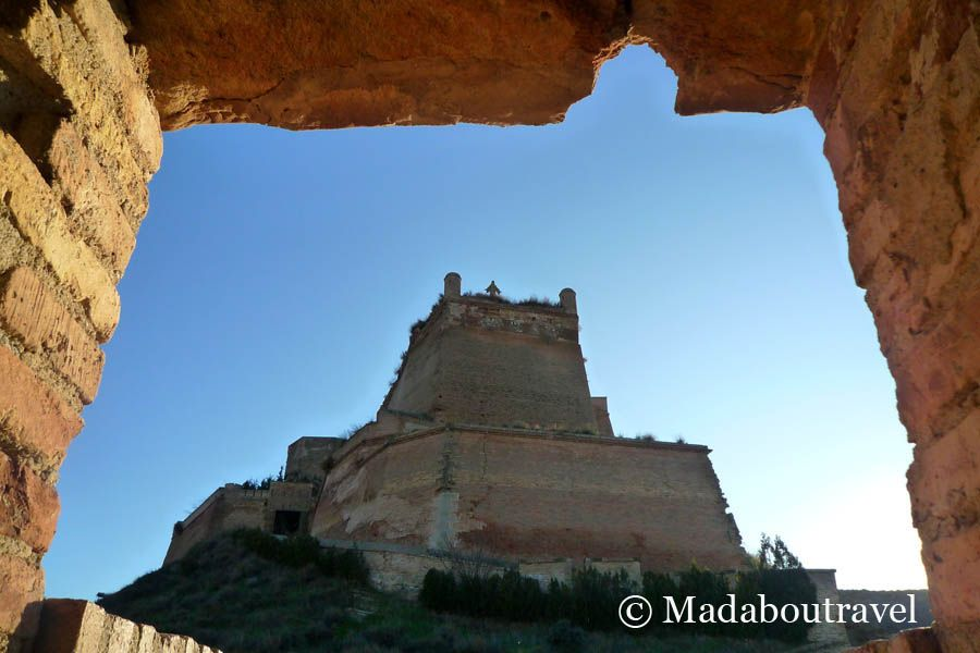 Visita Al Castillo De Monz 243 N Mad About Travel Blog De