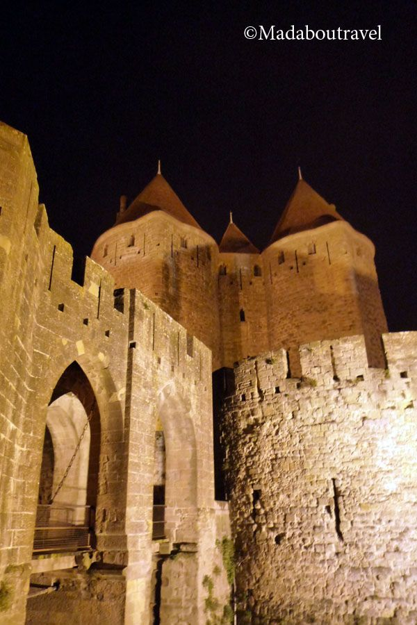 La cité de Carcassonne iluminada por la noche