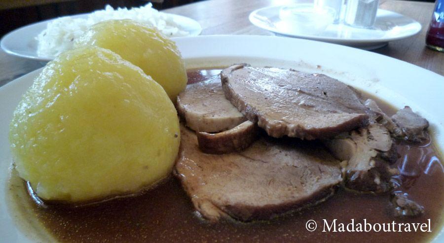 Carne en salsa con dumplings en Prater Garten