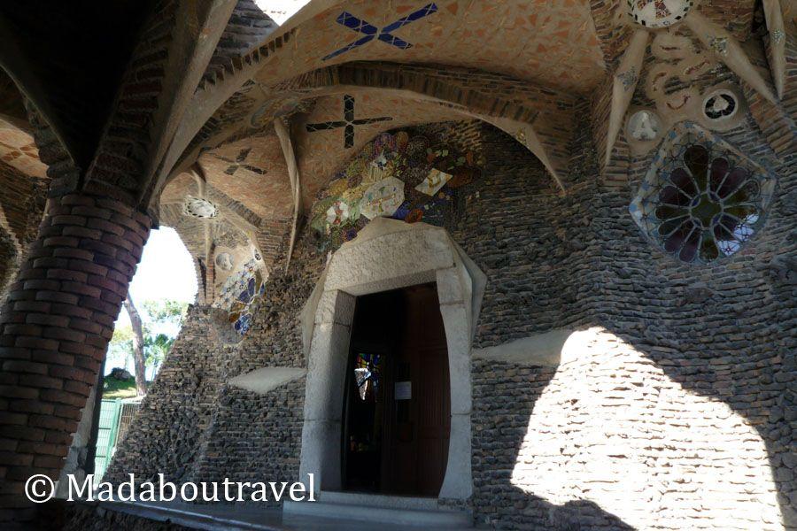 Entrada a la cripta de la Colonia Güell