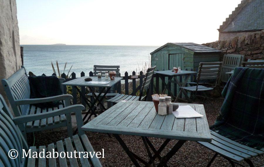 Terraza frente al mar en Crail Harbour Gallery and Tearoom