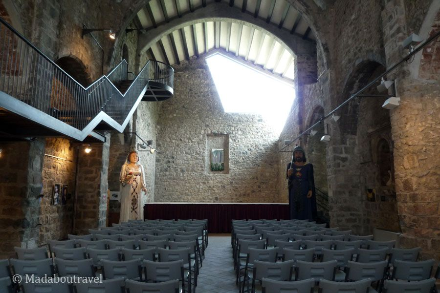 Interior de la iglesia de Sant Salvador de Castellfollit de la Roca