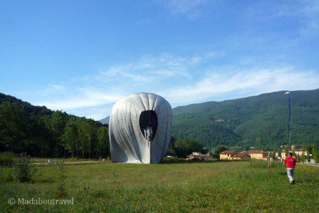 Uno de los globos de Vol de Coloms desinflándose