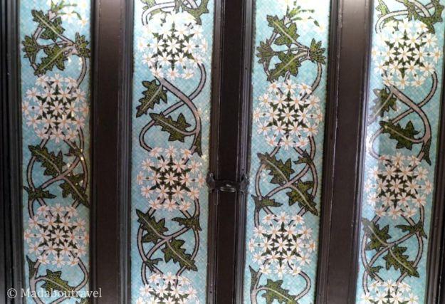 Techos de mosaico en el restaurante del Hotel España