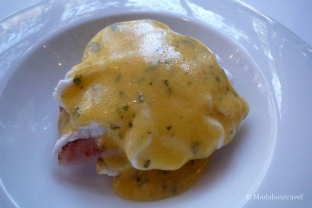 Huevo Benedict en el brunch del Hotel Barceló Raval