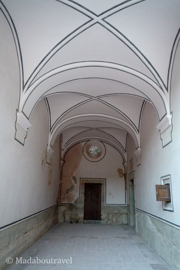 Entrada a la celda reconstruida de la Cartuja de Escaladei