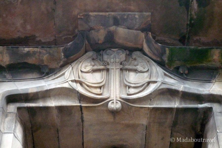 Detalle de la entrada de la Glasgow School of Art de Charles Rennie Mackintosh