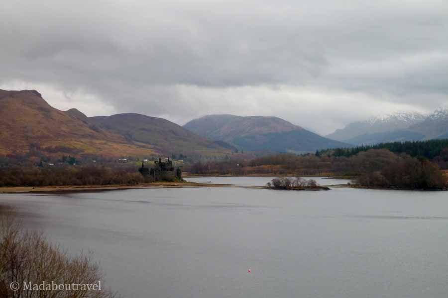 Vista del castillo de Kilchurn en Loch Awe, Escocia