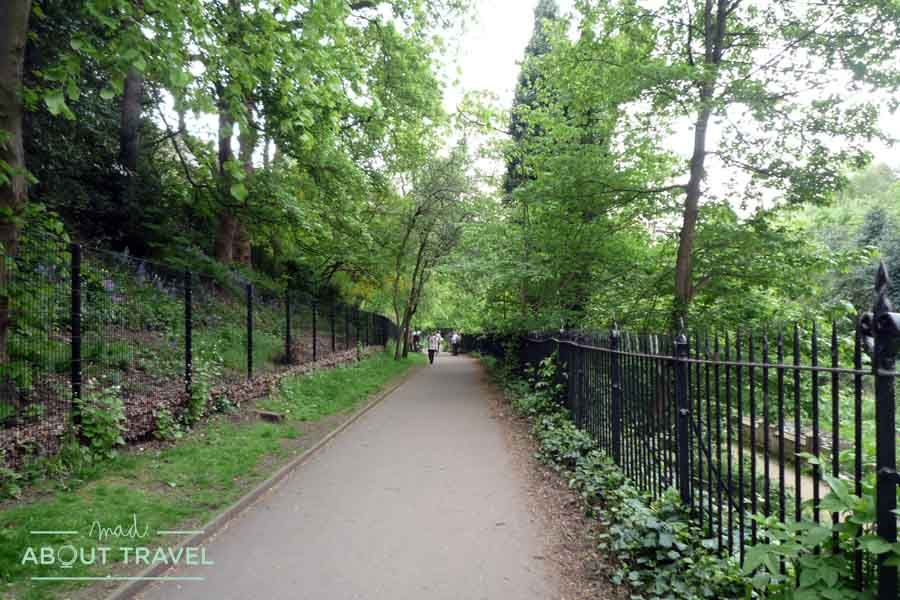 De camino a Stockbridge por el Water of Leith Walkway
