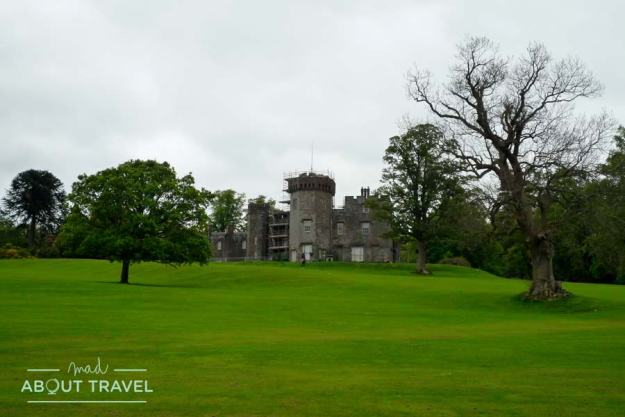Castillo de Balloch en el Loch Lomond, Escocia