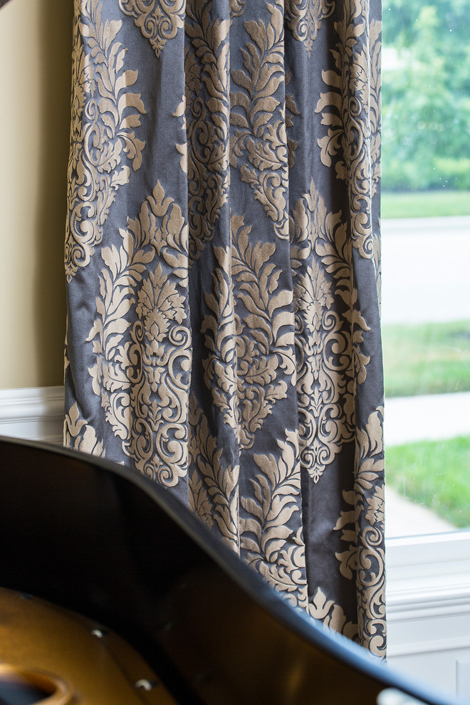 Gardinen Barock Chic Damask Curtains In Living Room Traditional With