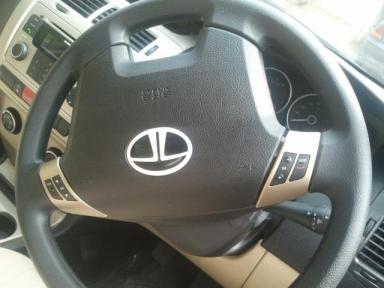 Vista D90 Volume controls on the steering