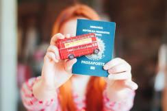 Mr Routemaster (que, por acaso, ganhei da Neli) e o meu passaporte. :)