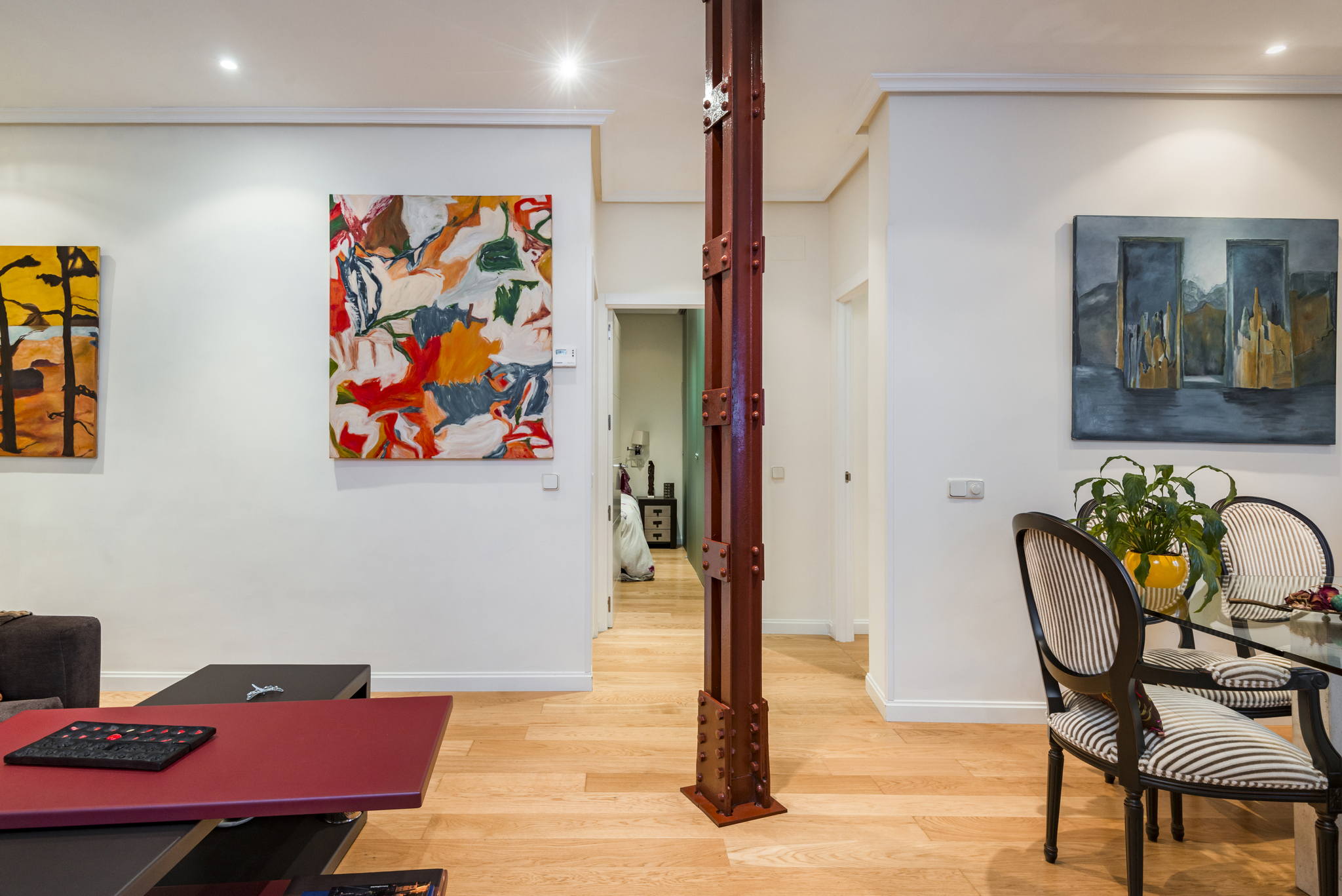 Table Pied Central Design Central Pied A Terre Apartment In Chamberí 9619 Madrid