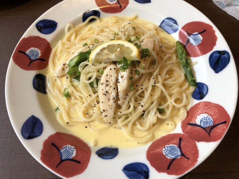 【ランチセット】鎌倉パスタ ミーナ津田沼店、蒸し鶏とグリーンアスパラのレモンクリームパスタ、パン食べ放題