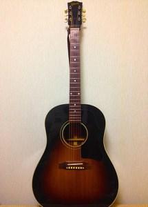 Gibson J-45 19歳くらいの時に貯金を全部使って購入。 状態が良くなくてライブでは使えないけど、絶対に手放すことはないギター。