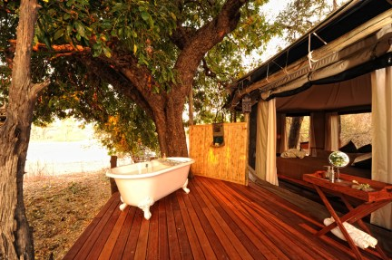 accommodation-tent-safari-mana-pools-outdoor-bath