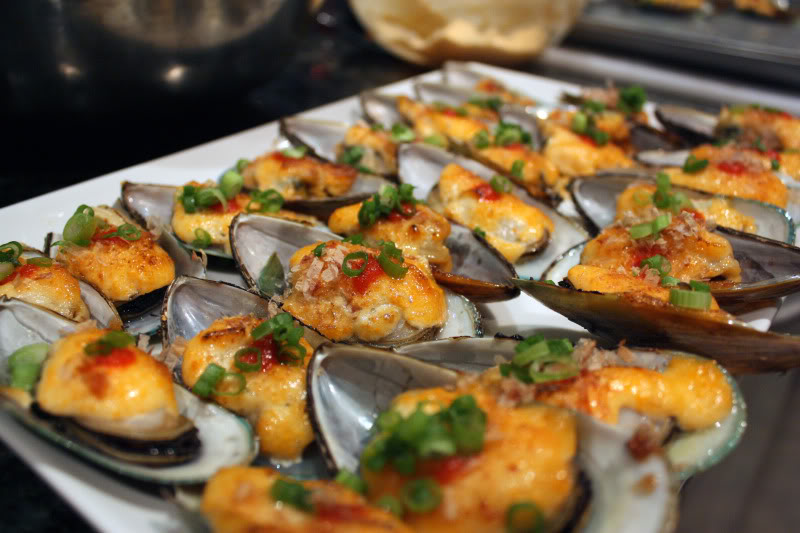 Mussels with White Wine and Saffron pictures
