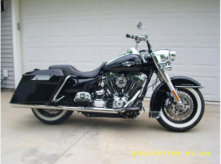 2011 Harley-Davidson Road King CLASSIC Touring for sale on 2040-motos