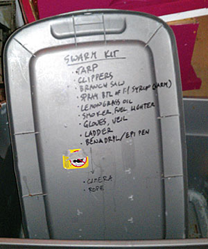 To avoid forgetting essential tools, I wrote the items I usually need in my swarm kit right on the lid of my tote.