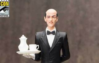 SDCC-2015-Exclusive-Alfred-Pennyworth-ARTFX-Statue-001F