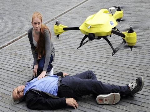 IL DRONE DIVENTA UN AMBULANZA CHE OFFRE AIUTO RAPIDO A CHI SOFFRE DI CUORE