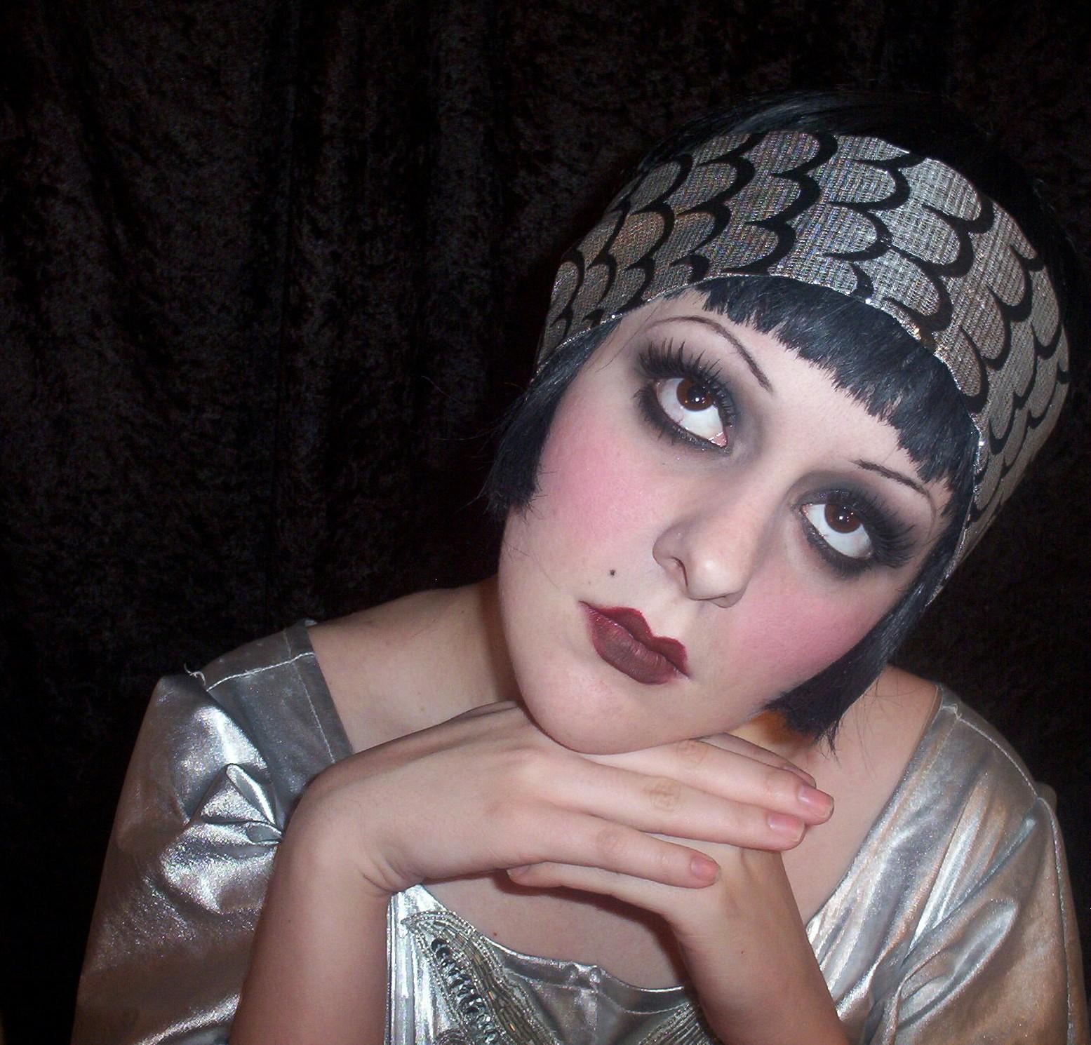 20s Flapper Makeup