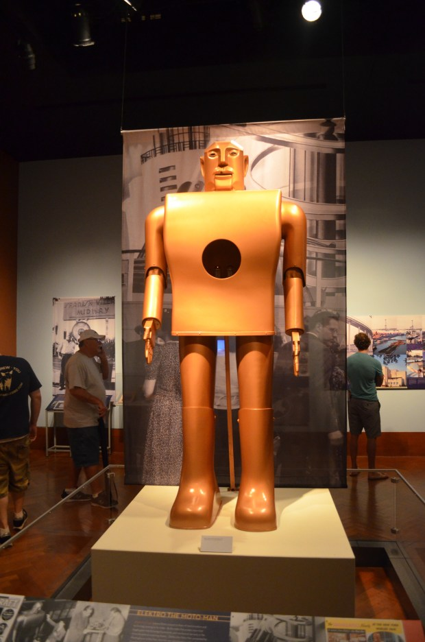The 1930s World's Fair proclaimed a new age for technology and innovation.  One glimpse on the future was the Westinghouse Elecktro the Moto-man creation.  If you want to watch Elecktro in action you can watch one of his demonstrations.