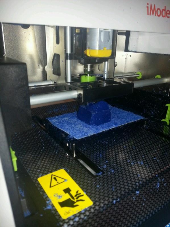 iModela iM-01 cutting wax.