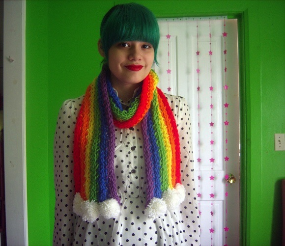 rainbow-finger-knit-scarf