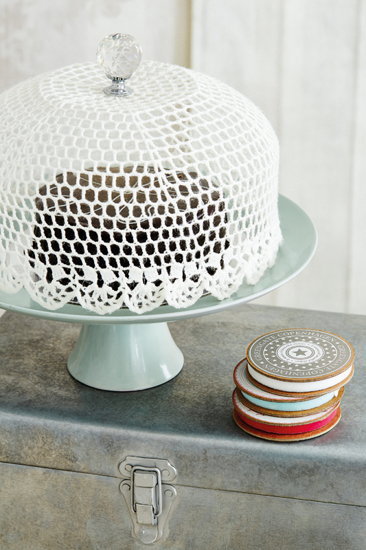 crocheted-cake-dome-1