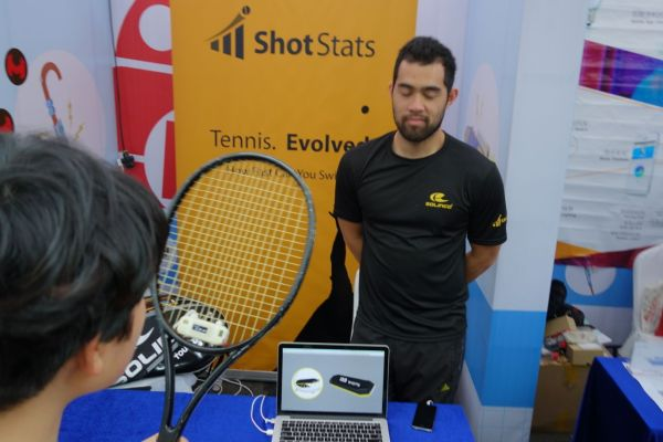 This device can measure your tennis swing.