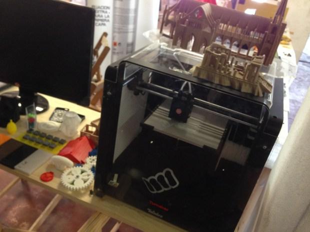 TuMaker.com's newest printer - VOLADORA V2X2